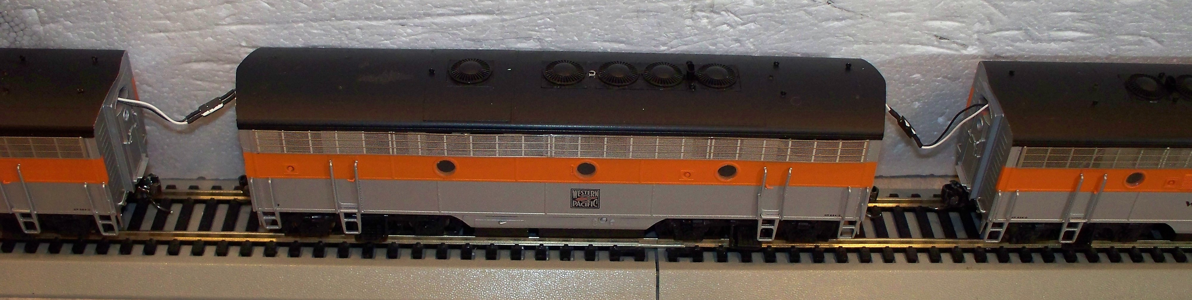 Installs Of Ho Scale Remotecontrolthrottlescom O Gauge Track Wiring Any Engine Can Run Better On Battery Power No More Stalls Switch Points Complex Or Cleaning Dirty Tracks